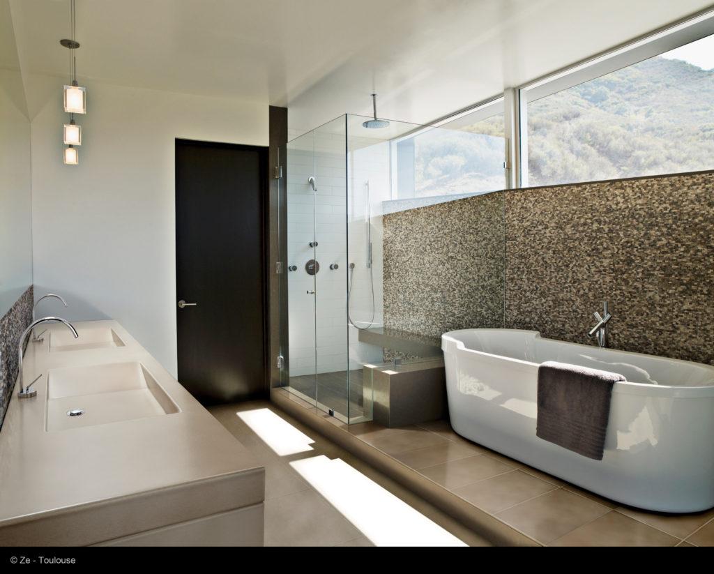 Belle salle de bain en lave emaillee