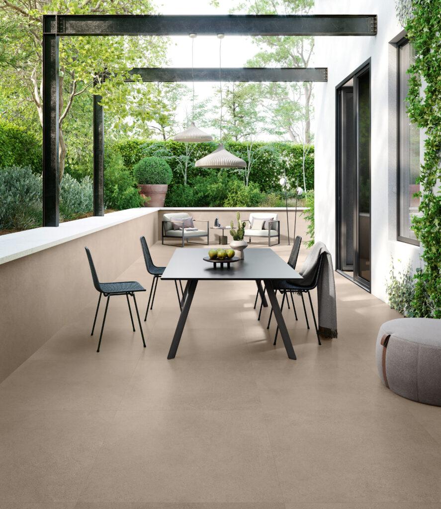 belle terrasse exterieure en beton couleur taupe