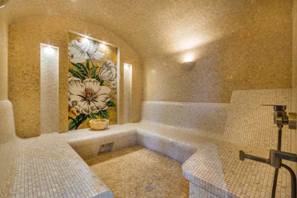 hammam en mosaique avec decors floral