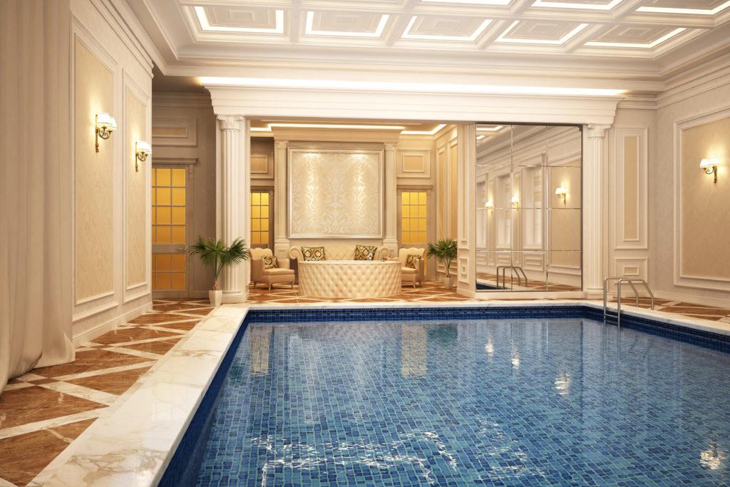 piscine interieur realisee en mosaique de verre