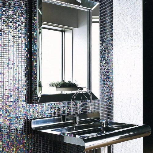mosaïque multicolore dans une salle de bain